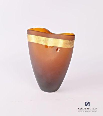 SALVIATI Vase en verre de couleur ambrée,...