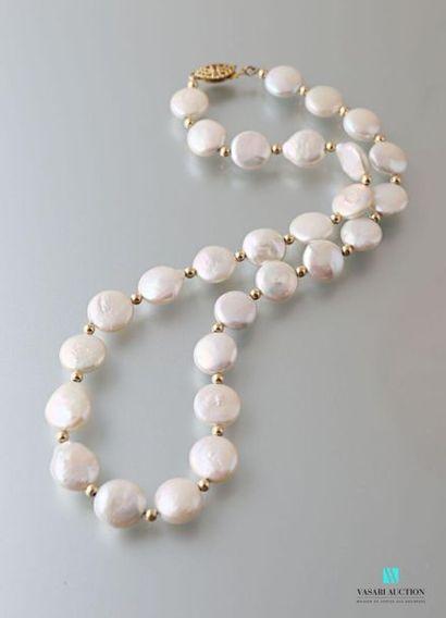Collier de perles de culture de forme pastille...