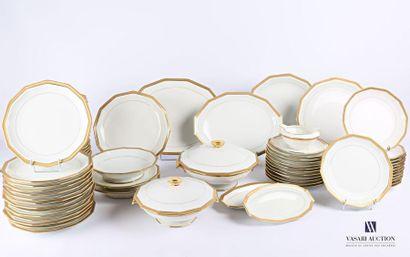 LIMOGES Services de table en porcelaine blanche...