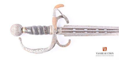 Épée à garde métal, quillon et branche principale...