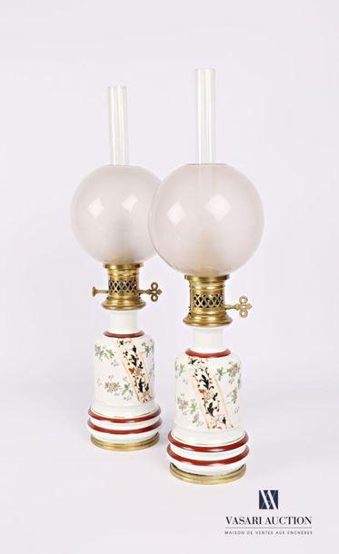 Paire de lampe à pétrole en porcelaine blanche...