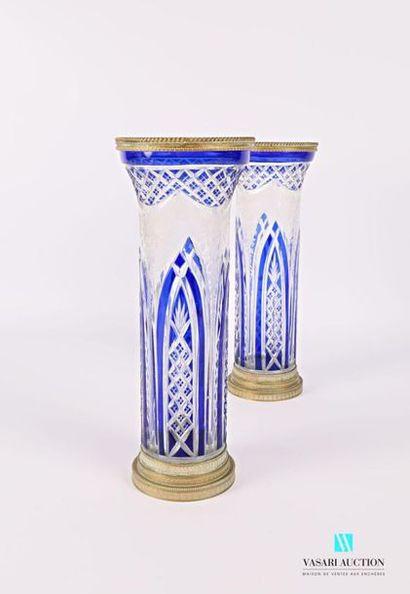 Paire de vases en cristal overlay bleu de...
