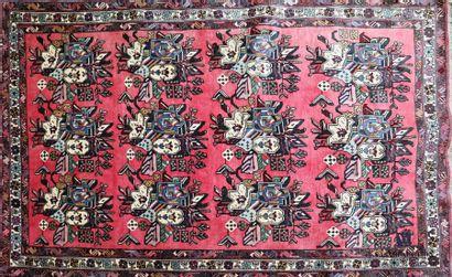 AFSHARI - IRAN Tapis en laine à décor de...