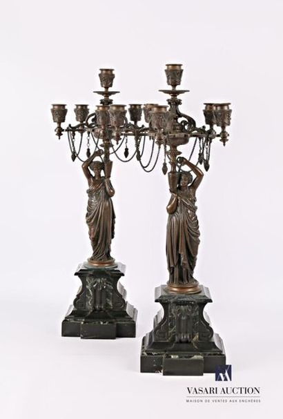 Paire de candélabre en bronze à patine brune,...