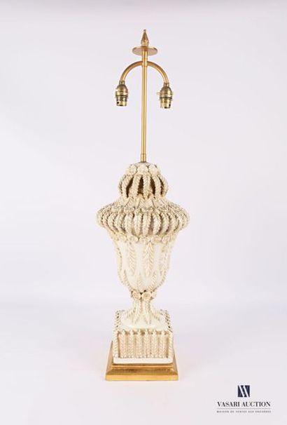 Pied de lampe en céramique blanche à décor...