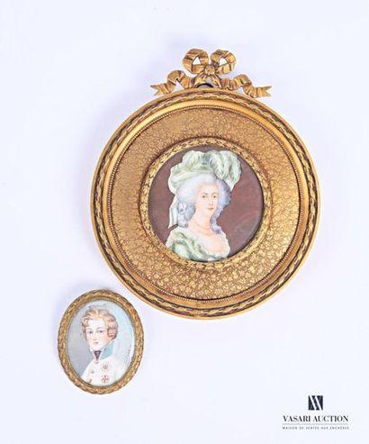 Miniature représentant une élégante au chapeau...