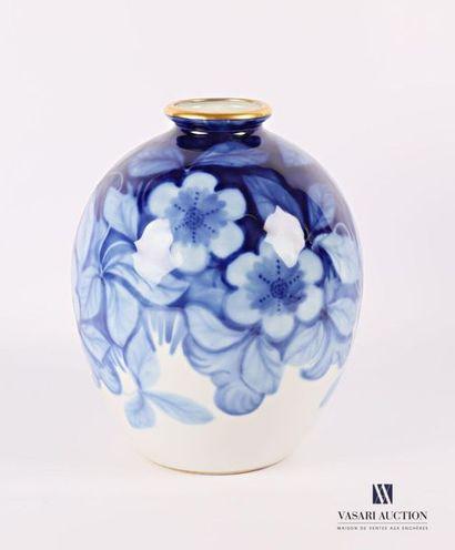 LIMOGES - Tharaud Vase de forme ovoïde en...