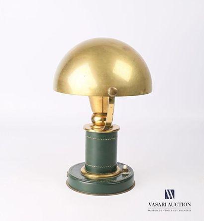 Lampe de bureau en laiton et cuir vert piqué,...