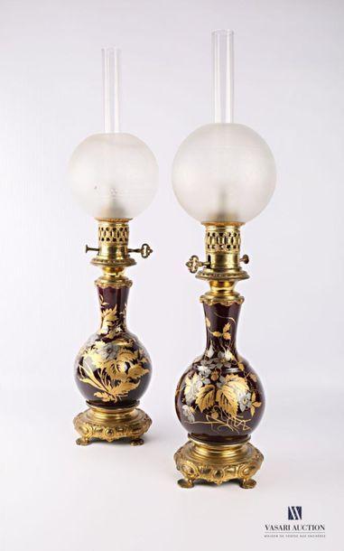 Paire de lampes à pétrole de forme balustre...