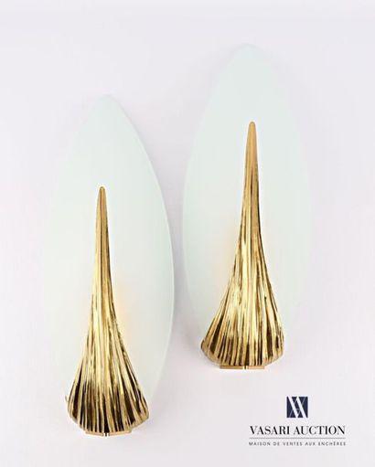 MAISON CHARLES Paire d'appliques en bronze,...