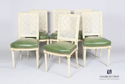 Suite de six chaises en bois naturel mouluré,...