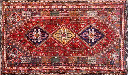 IRAN - GACHGAI Tapis en laine à décor de...