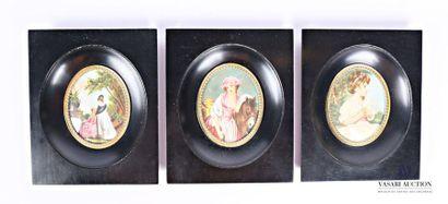 Suite de trois miniatures à vue ovale l'une...