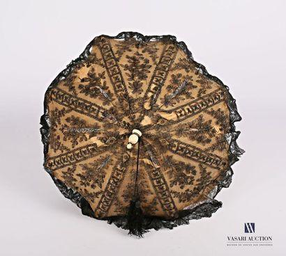 Ombrelle en dentelle de Chantilly à décor...