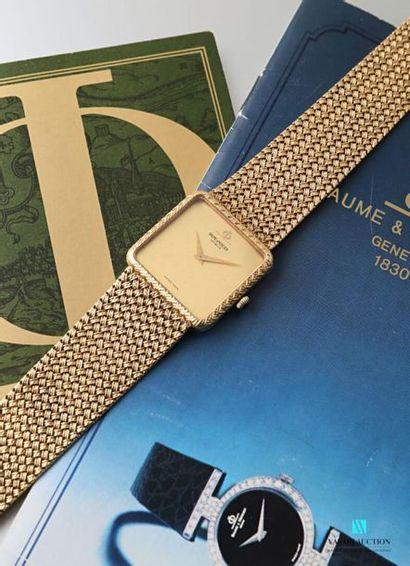 Baume et Mercier, montre bracelet d'homme des années 1970, en or jaune 750 millièmes,...
