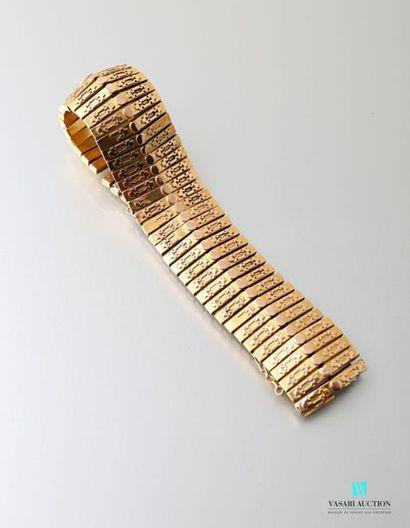 Bracelet manchette XIXème siècle en or 750 millièmes cassé, mailles barrettes agrémentées...