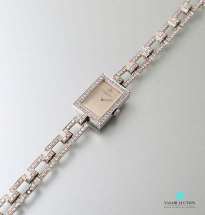Audemars Piguet, montre bracelet de dame en or gris 750 millièmes. Boitier rectangulaire,...