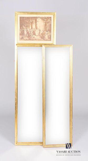 Trumeau le cadre en bois, il est foncé dans...