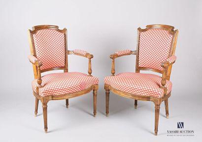 Paire de fauteuils en bois naturel, le dossier...