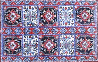 MAROC  Tapis en laine à décor de six médaillons...
