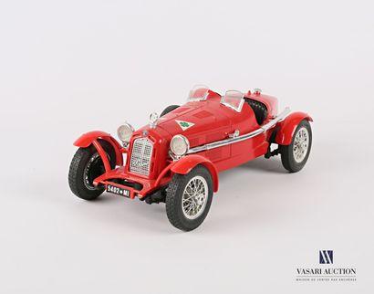 BURAGO (Italie)  Voiture 1/18 Alfa Romeo...