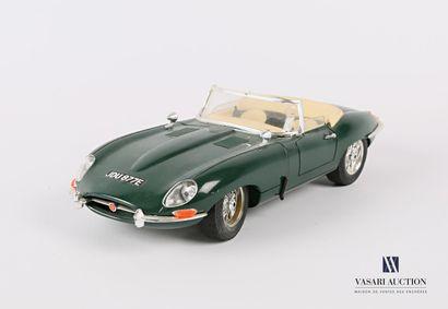 BURAGO (Italie)  Voiture 1/18 Jaguar