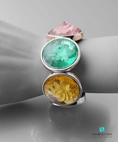 Bracelet sur cordon extensible orné de médaillons...