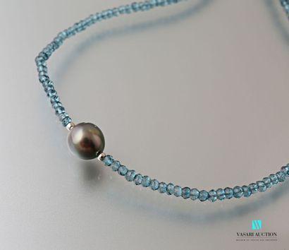 Collier en perles de cristal bleu facetté...