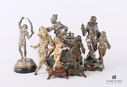 Lot de six sujets en bronze et régule aux...