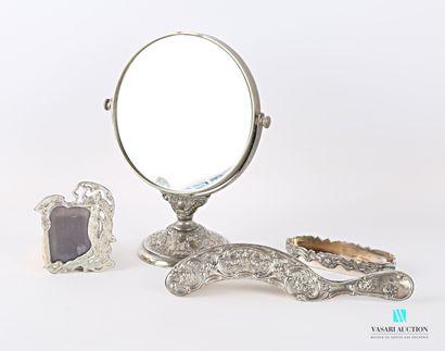 Lot comprenant un miroir à poser de forme...