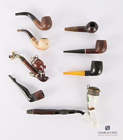 Lot de huit pipes comprenant :  Une pipe...