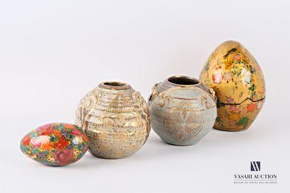 Lot comprenant deux vases boules en grès...