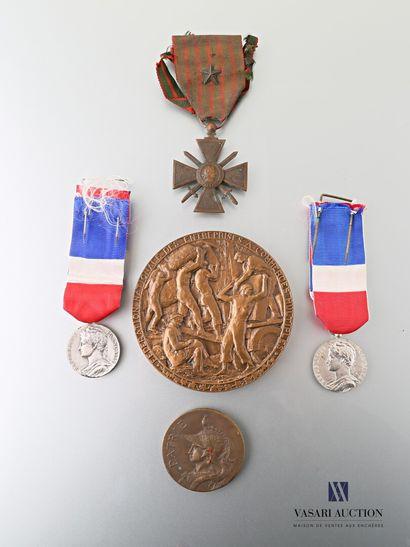 Lot comprenant une médaille du ministère...