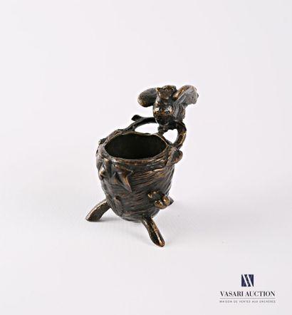 Sujet en bronze figurant un oiseau accroché...