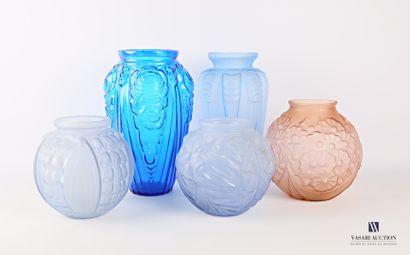 Lot de cinq vases de forme oblongue et sphérique...