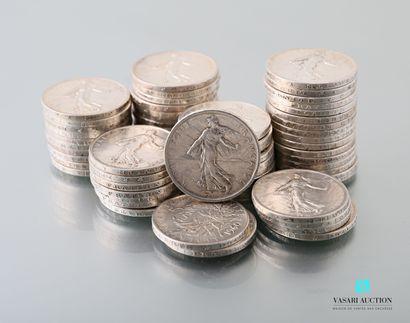 Lot de soixante-trois pièces en argent de...