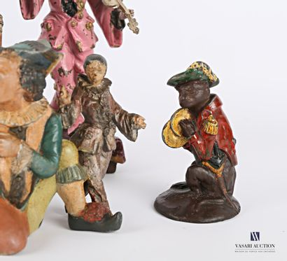 Lot de huit sujets en régule à patine polychrome représentant des personnages de...