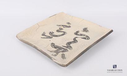 Plat de forme carré en grès émaillé à décor...