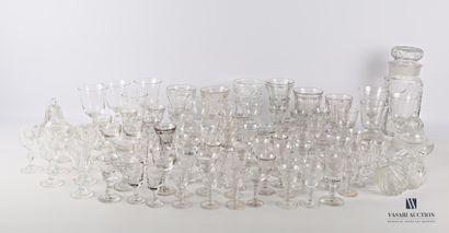 Lot en verre transparent comprenant un pot...