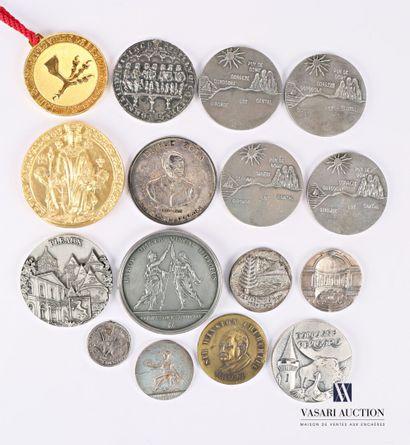 Lot de médailles en métaux divers comprenant...