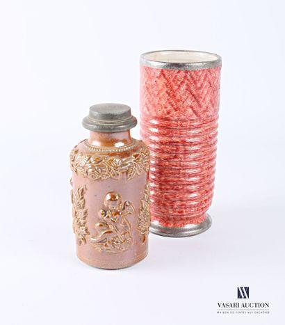 Lot comprenant un vase en grès peint de forme...