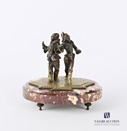 Sujet en bronze à patine brune représentant...