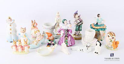 Lot de quatorze sujets en porcelaine dont...