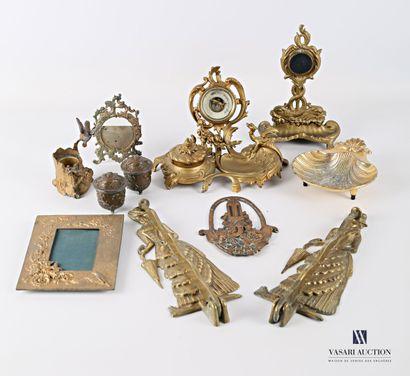 Lot en bronze, régule et métal comprenant...