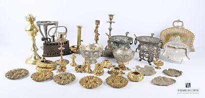 Lot en métal divers comprenant chapiteaux,...