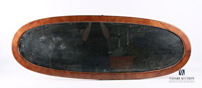 Miroir de forme oblongue, le cadre en bois...