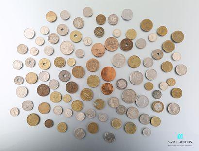 Lot de pièces de monnaie en métal divers...