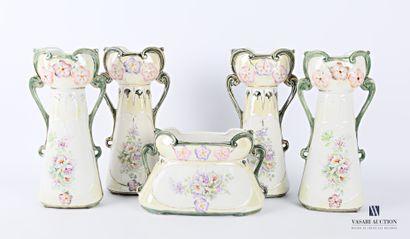 Garniture en porcelaine comprenant une jardinière...
