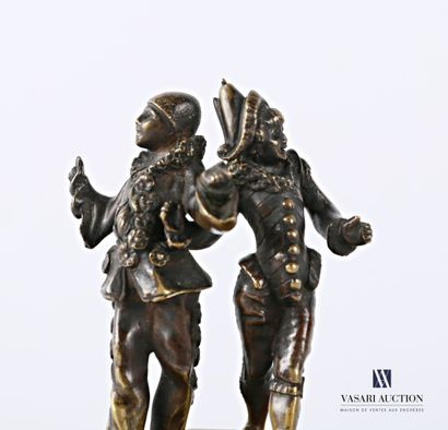 Sujet en bronze à patine brune représentant Pierrot et Polichinelle dansant sur...