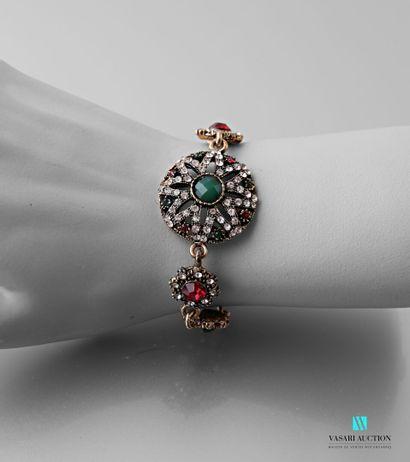 Bracelet en métal orné d'un médaillon central...